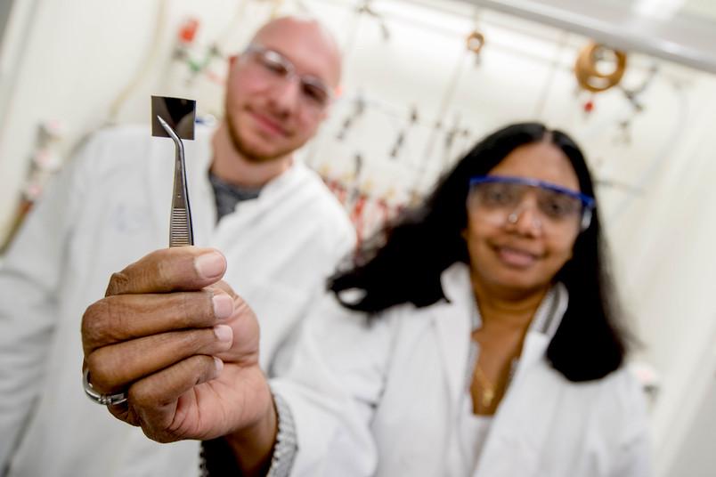 Siliziumträger mit transparenter Silberschicht