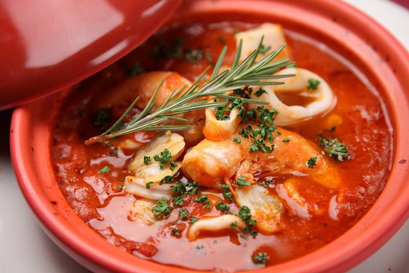 Schale mit Suppe