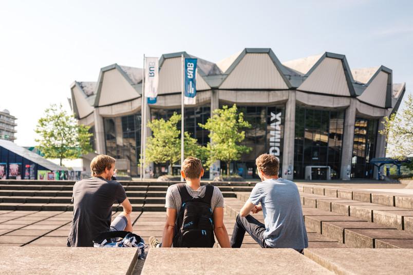 <div> Auf dem Campus treffen die unterschiedlichsten Menschen und Geschichten aufeinander.</div>