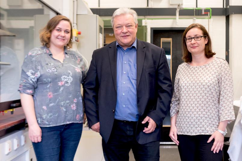 Susanne Wiemann, Prof. Dr. Andreas Faissner und Dr. Jacqueline Reinhard