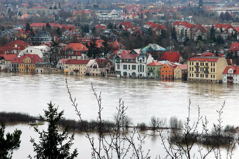 Unter Wasser stehende Häuser