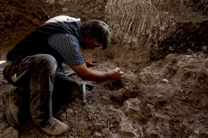 Forscher bei Ausgrabung