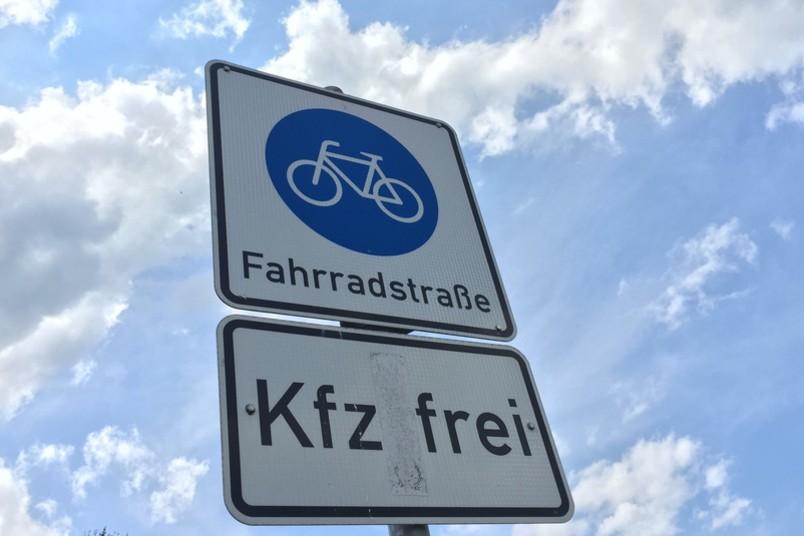 Auf dem Weg zur Verkehrswende sind Fahrradstraßen ein Baustein von vielen.