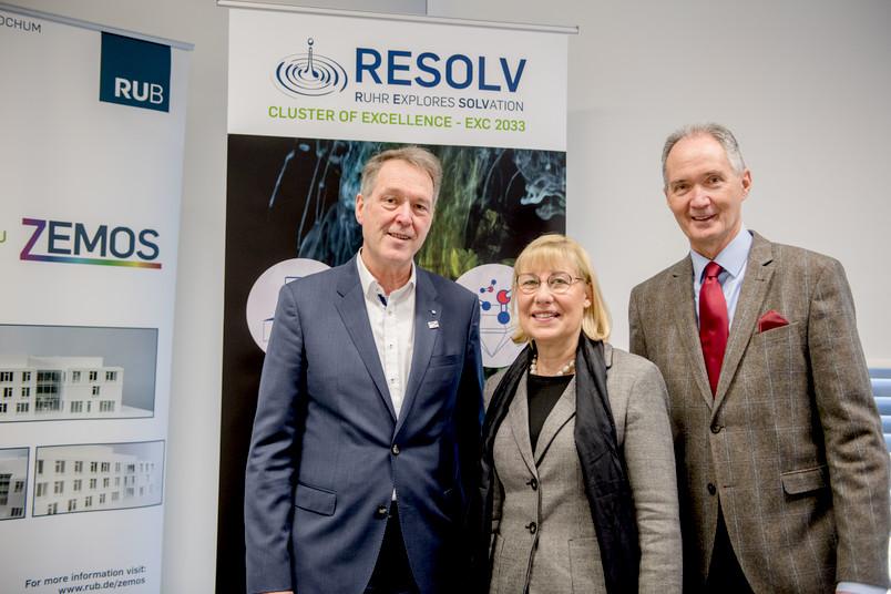 Gruppenbild mit den Rektoren Axel Schölmerich, Ursula Gather und Ulrich Radtke (von links)
