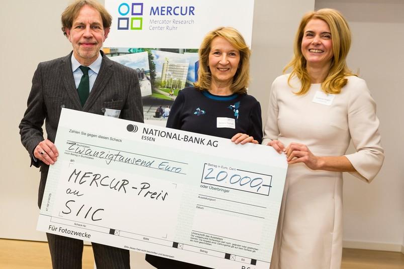 Haben den Mercur-Förderpreis für ihre Graduiertenschule erhalten (von links): Jens Loenhoff, Barbara Thomaß und Susanne Fengler
