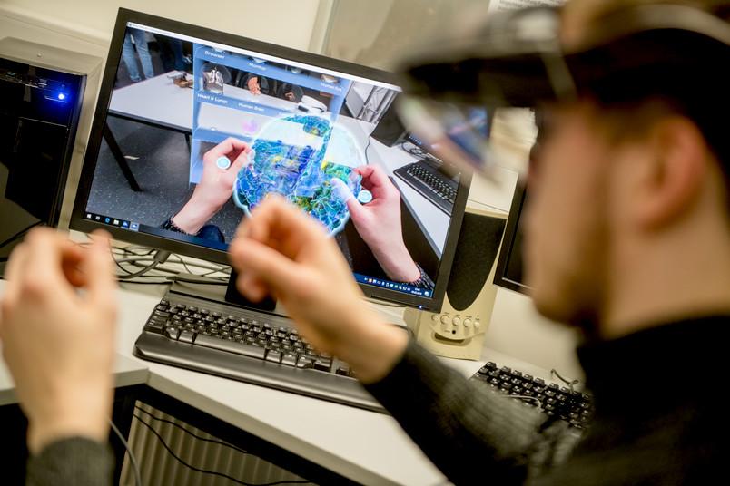 <div> Im Labor der Maschinenbauinformatik konnten die Schüler in virtuelle Welten eintauchen.</div>