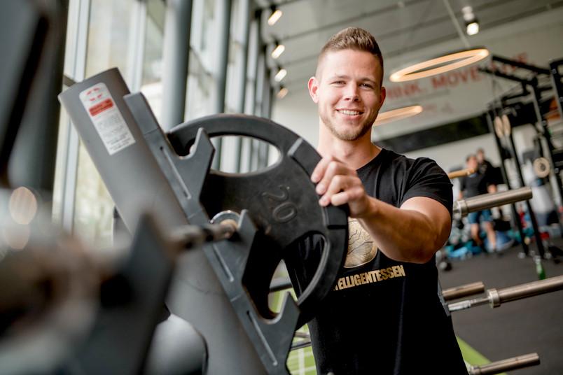 Student im Fitnessstudio