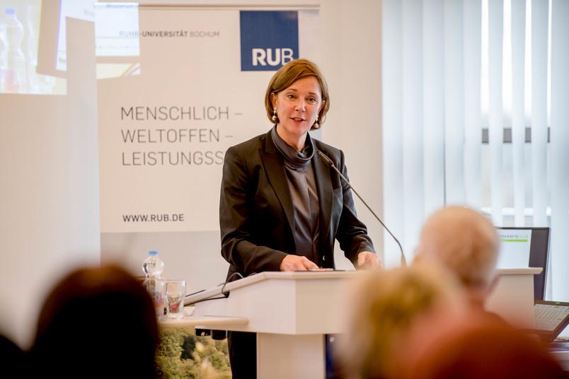 Yvonne Gebauer, Ministerin für Schule und Bildung des Landes NRW, an der RUB