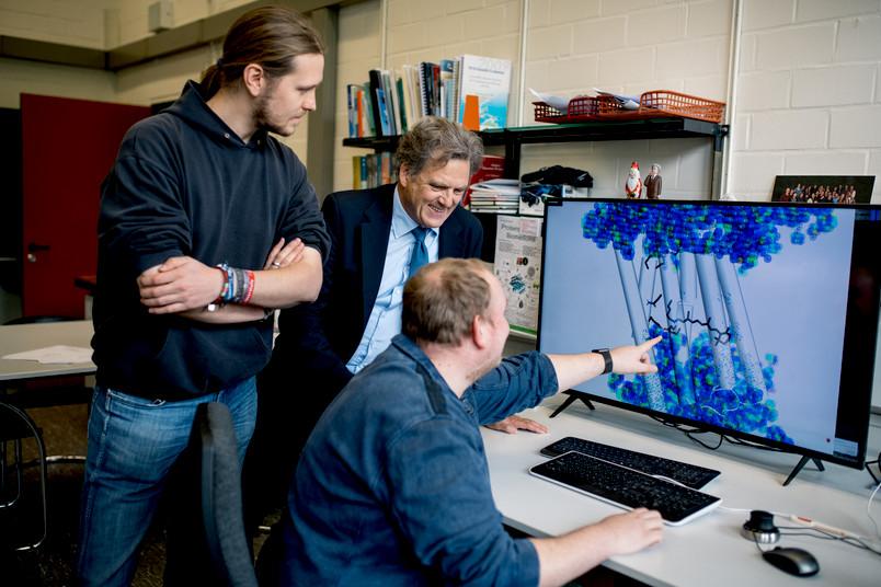 Drei Männer am Computer