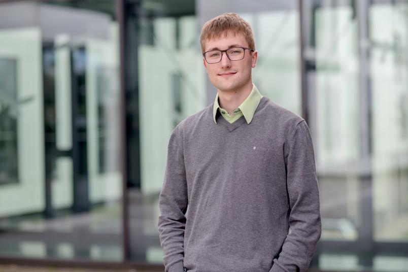<div> Nach nur drei Jahren Studienzeit hat Jakob Scharnowski den Bachelor und Master in der Tasche.</div>