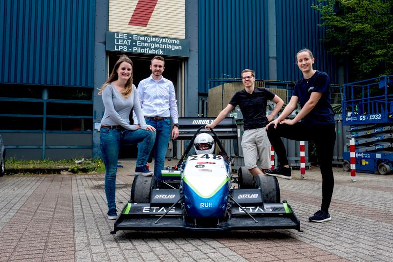 <div> Jedes Jahr baut das Team ein eigenes Fahrzeug, um an einer studentischen Rennserie teilzunehmen.</div>