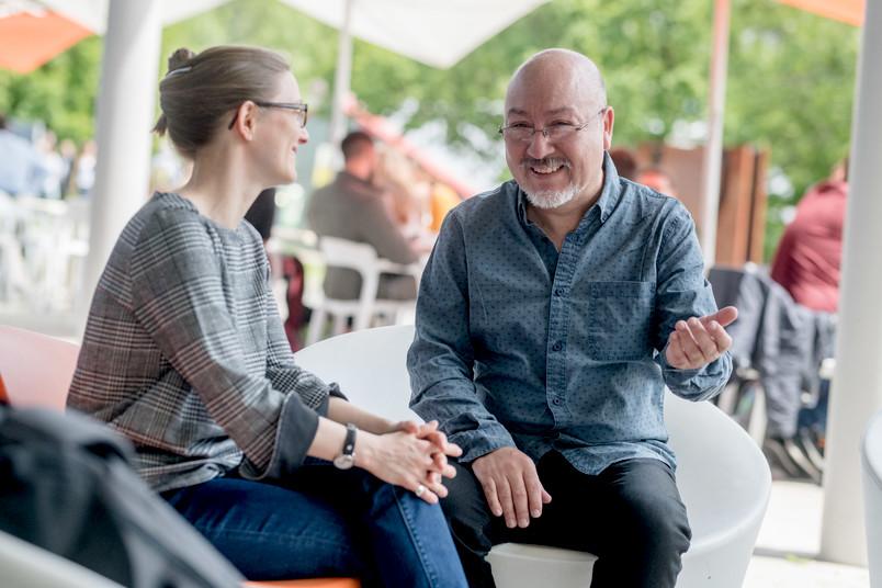 <div> Luis Barrera Salas im Gespräch mit der Alumni-Managerin Jessica Runte</div>