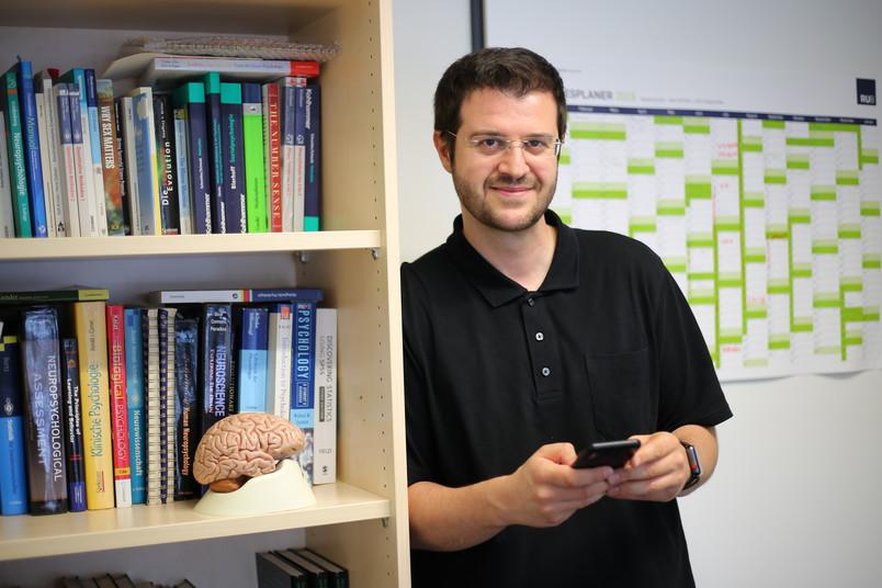 <div> Erhan Genç erforscht Gehirnstrukturen und berichtet auf Twitter darüber.</div>