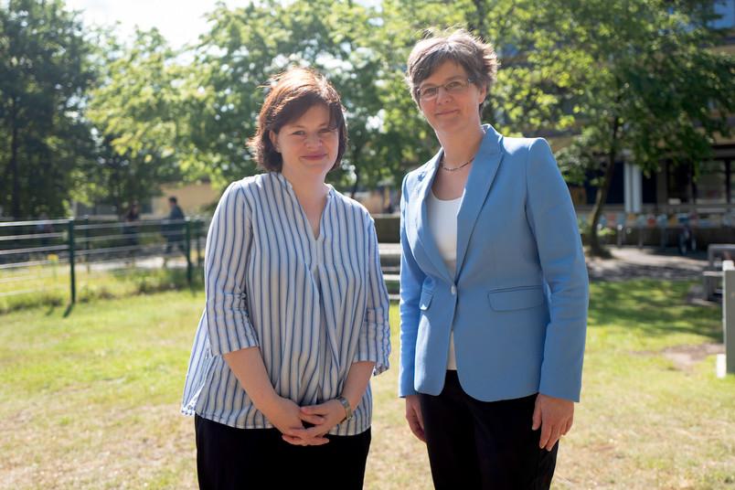 Zwei Wissenschaftlerinnen