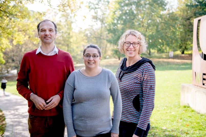 Drei Forscherinnen und Forscher