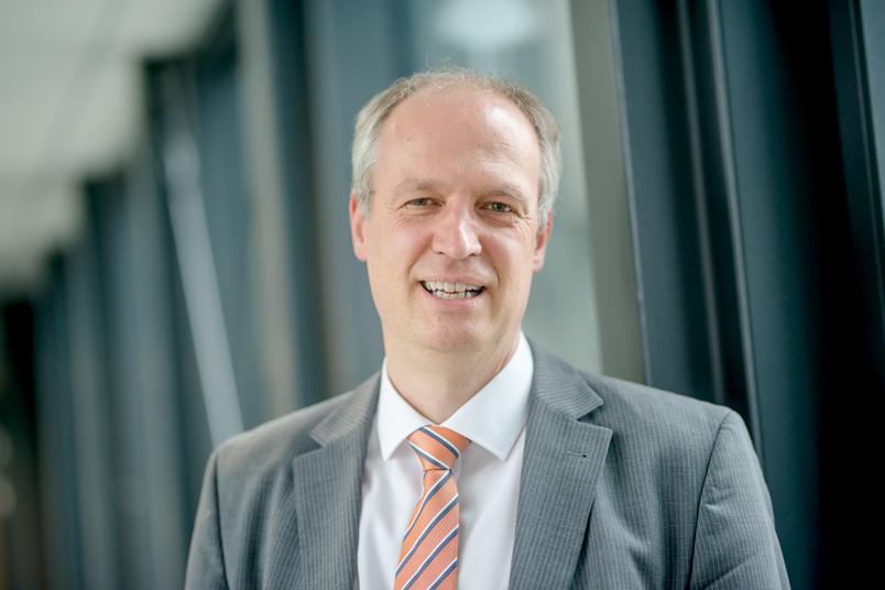 <div> Prorektor für Forschung, Transfer und wissenschaftlichen Nachwuchs Prof. Dr. Andreas Ostendorf und das Team der Worldfactory laden zur Kick-off-Veranstaltung ein.</div>