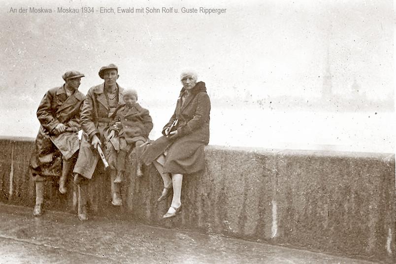 Schwarzweißfoto einer deutschen Auswandererfamilie im Moskau der 1930er-Jahre