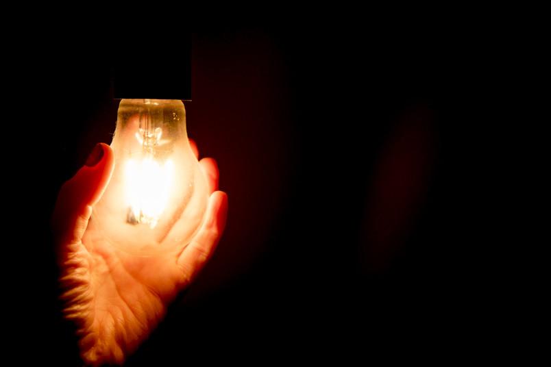 Glühbirne leuchtet