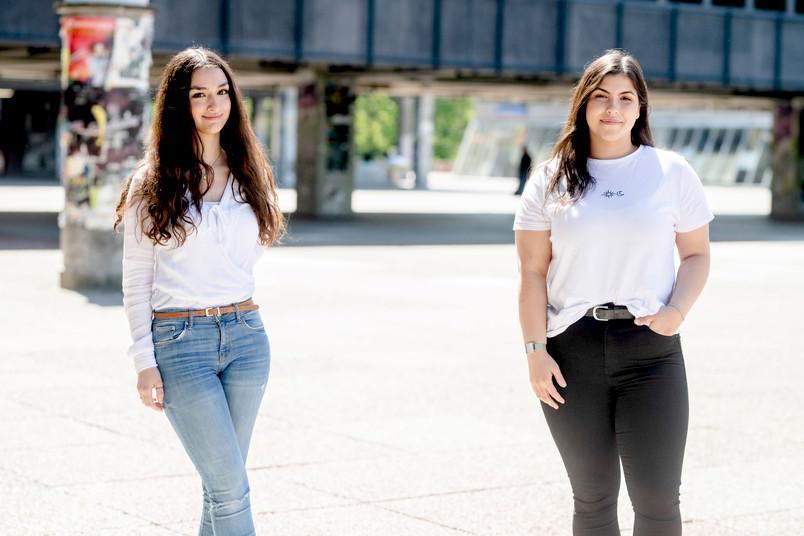"""<div> Yesim Öner (links) und Aylin Savci haben die Initiative """"beahead"""" gegründet.</div>"""
