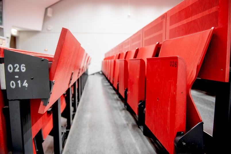 Bitte Platz nehmen: Im Wintersemester werden sich die Reihen füllen, wenn Ringvorlesungen auch in Präsenz stattfinden.