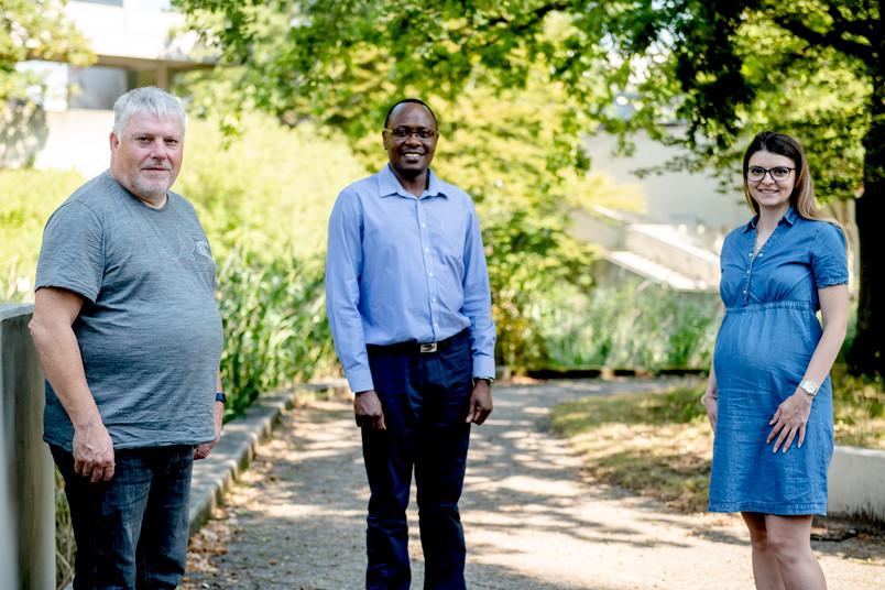 <div> Wolfgang Schuhmann, Justus Masa und Corina Andronescu (von links) haben den Übersichtsartikel gemeinsam verfasst.</div>