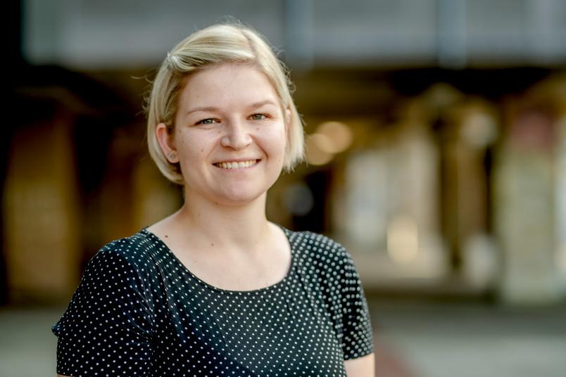 Porträt der Historikerin Elena Lewers