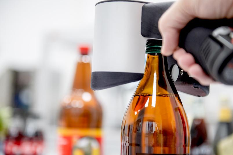 Messgerät auf Flasche