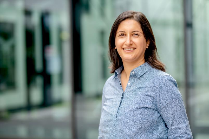 Porträt der Forscherin Zohal Hessami