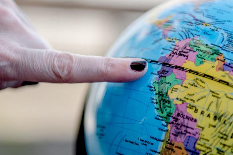 Globus mit Fingerzeig auf Ecuador