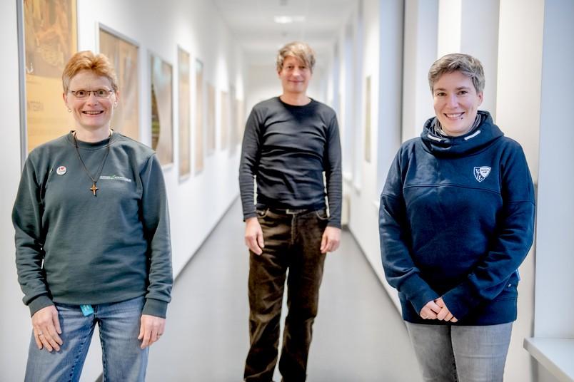 Drei von vier neuen Vorsitzenden des Personalrats der RUB (von links): Michaela Sarazin, Jörg Sänger und Julia Schmidt.