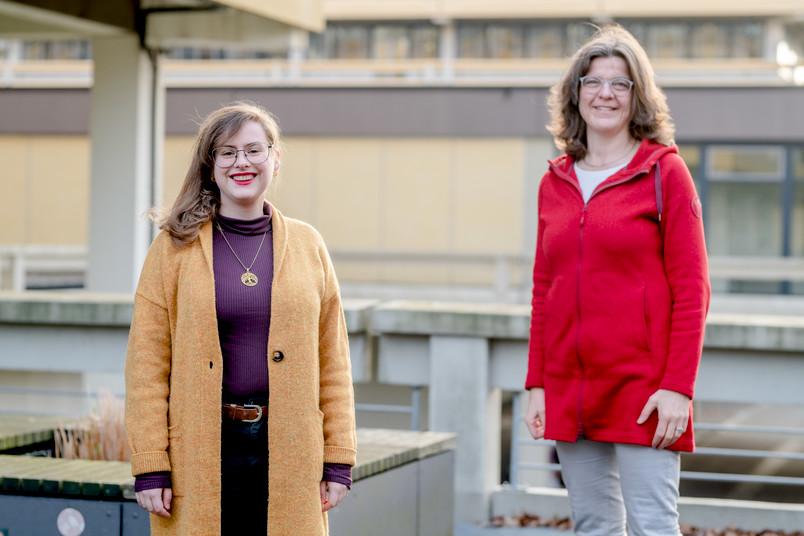 Partnerinnen im europäischen Netzwerk: Projektkoordinatorin Viktoria Niebel (links) und die Gleichstellungsbeauftragte der RUB, Friederike Bergstedt