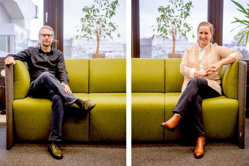 <div> Anna Krewald und Matthias Thome auf der grünen Couch im Nachhaltigkeitsbüro im Verwaltungsgebäude der RUB. Sie sind die Ansprechpartner, wenn es um Nachhaltigkeit geht.</div>