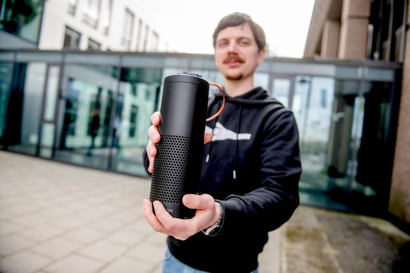 Forscher mit Sprachassistent Alexa