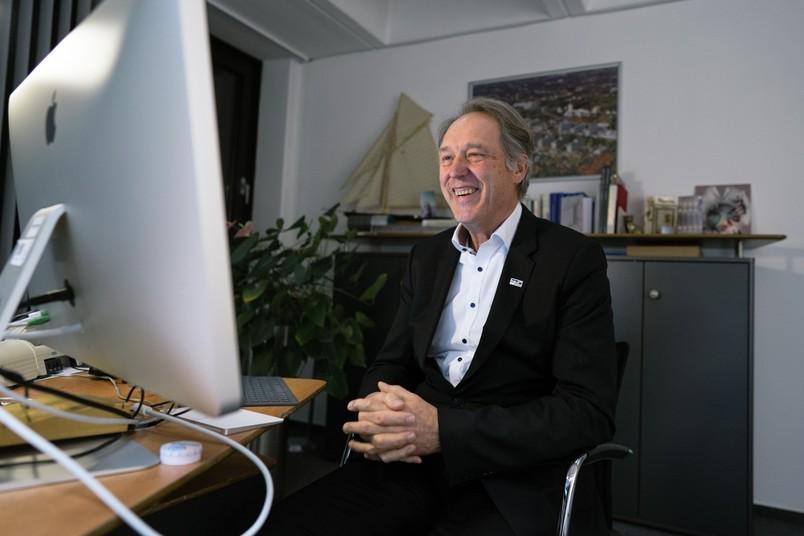 Rektor Axel Schölmerich bei einem Zoom-Meeting