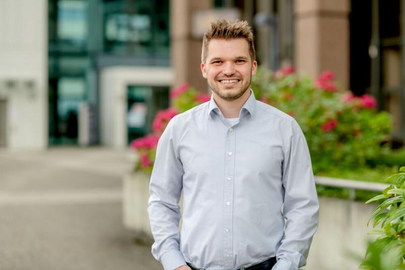 Lukas Mai gehört zur Arbeitsgruppe Chemie Anorganischer Materialien.