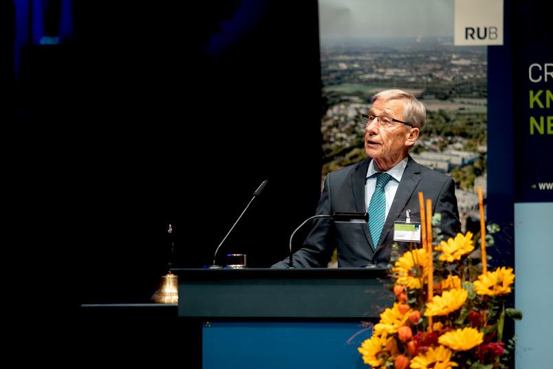 Wolfgang Clement, Ministerpräsident des Landes von 1998 bis 2002, hielt die Festrede im Audimax der RUB.