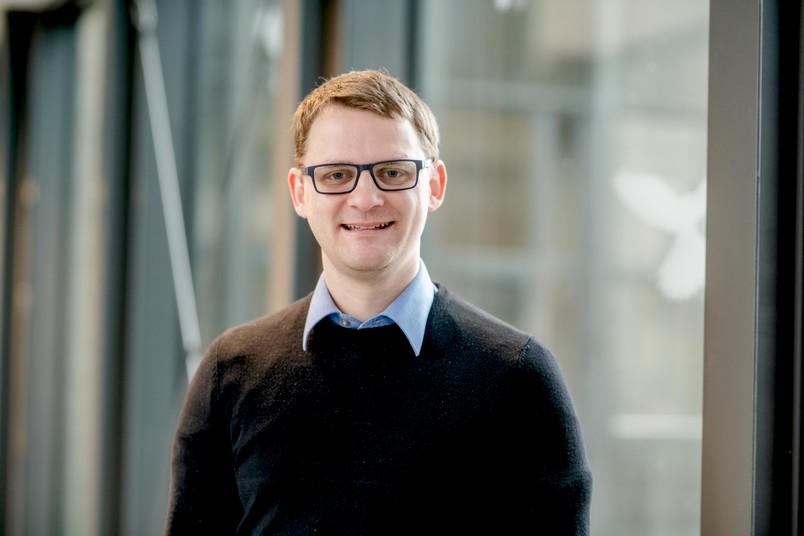 Porträt des neu berufenen Professors Ulf-Peter Apfel