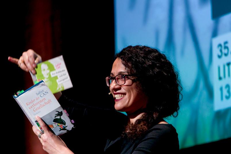 <div> Die Dichterin Safiye Can möchte mit Menschen auf dem Campus sprechen.</div>