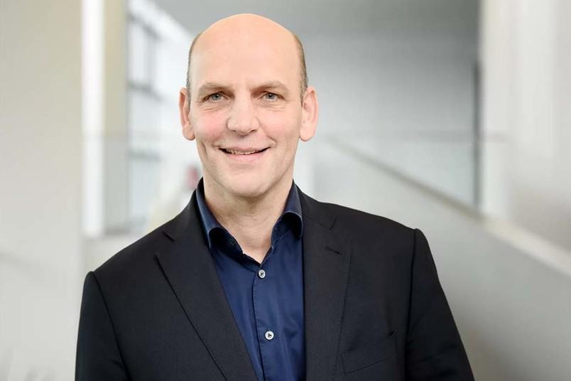 <div> Der Preisträger Benjamin List ist seit der ersten Stunde Mitglied im Exzellenzcluster Ruhr Explores Solvation, das an der RUB und an der Technischen Universität Dortmund beheimatet ist.</div>