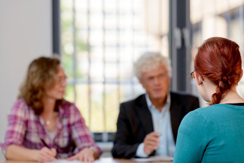 Übersetzer unterstützen die Therapeuten bei ihrer Arbeit.