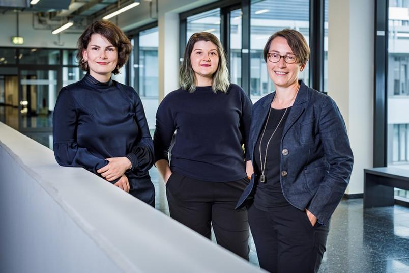 Das Projektteam von FACE@RUB (von links): Maike Wagner, Nadine Egelhof und Beate von Miquel