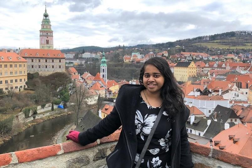 <div> Aishwarya Deshpande kämpft sich trotz Ausnahmesituation durch ihr Studium.</div>