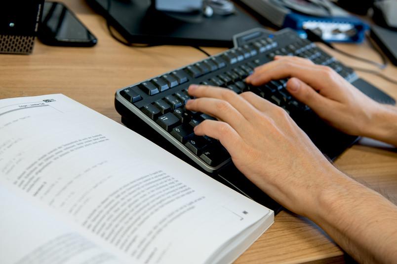 Die RUB bildet unter anderem IT-Systemelektroniker aus. Aber auch die 20 weiteren Ausbildungsberufe könnten Flüchtlinge interessieren.