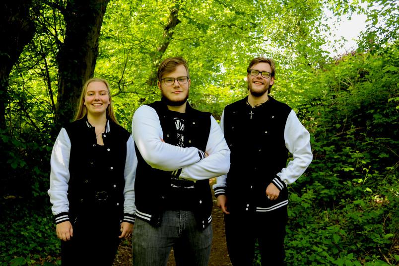 Leo Ihrler und seine Band-Kollegen Emma Krupka und Nils Mertens