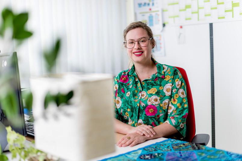 <div> Viktoria Niebel ist lokale Projektleiterin für RESET an der RUB. Das Projekt ist am Gleichstellungsbüro angesiedelt. Sie ist Promovendin am Lehrstuhl für Sozialtheorie und Sozialpsychologie und engagierte sich bis Mai 2021 an der RUB als Gleichstellungsbeauftragte für wissenschaftliche Beschäftigte.</div>