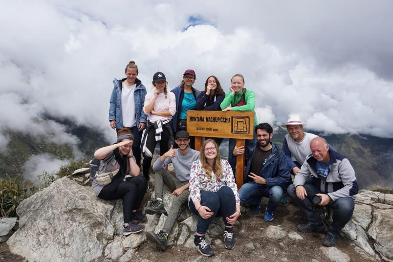 Reisegruppe auf Gipfel
