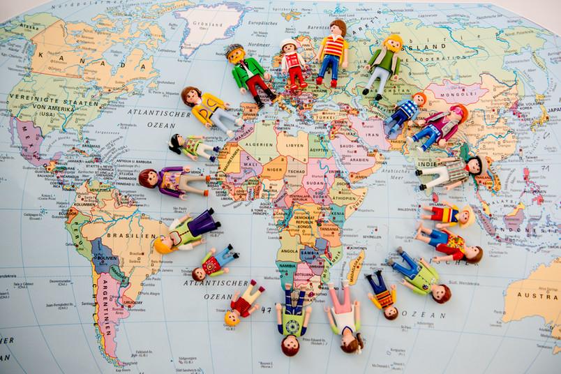 Weltkarte mit Playmobilfiguren