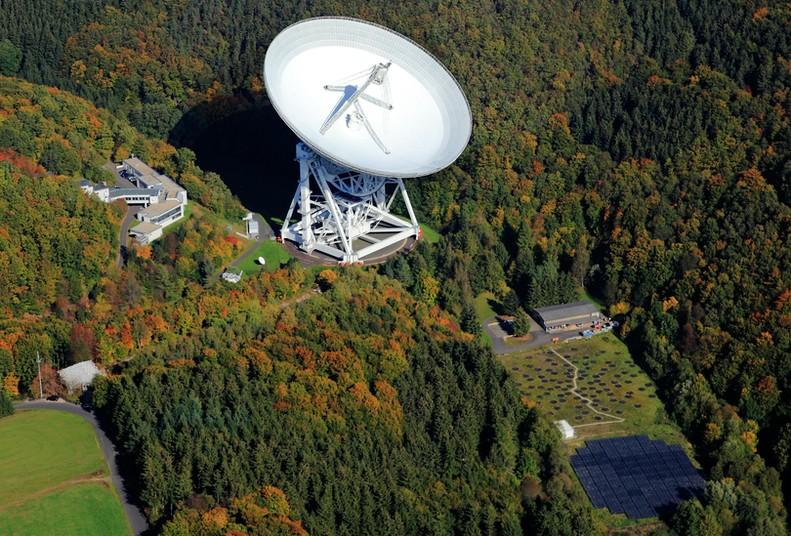 Luftaufnahme Radioteleskop