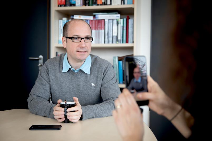 <div> Prof. Dr. Thorsten Holz ist Mitglied im Horst-Görtz-Institut für IT-Sicherheit und leitet den Lehrstuhl Systemsicherheit.</div>