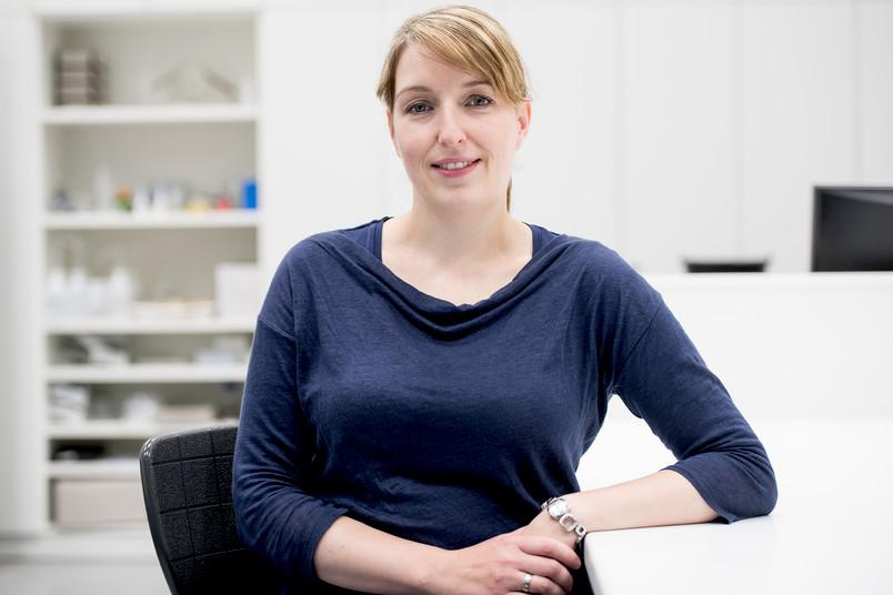 Von der Uni in die Schule und zurück ins Labor: Dr. Nina Minkley arbeitet heute in der Biologie-Didaktik.